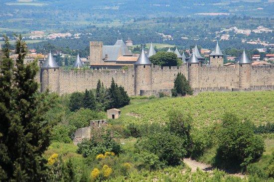 CHÂTEAU ET REMPARTS DE LA CITÉ DE CARCASSONNE : Les fortifications