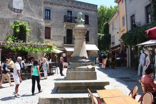 CHÂTEAU ET REMPARTS DE LA CITÉ DE CARCASSONNE : La place