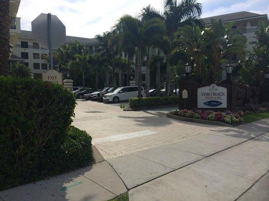 Kimpton Vero Beach Hotel & Spa: Front of hotel