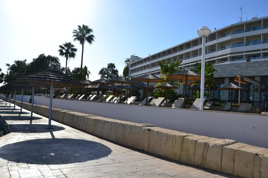 Atlantica Miramare Beach: Pool/Strand