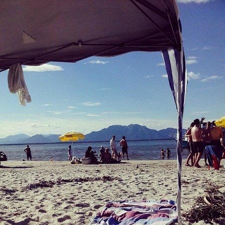 Ilha do Cardoso, SP: Praia do Pereirinha no primeiro dia do ano