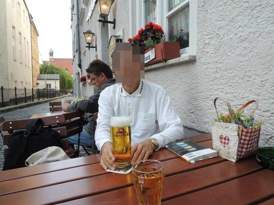 Bauerntanz: ビールで乾杯