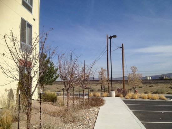 Comfort Suites: The hotel is very close to the tracks.