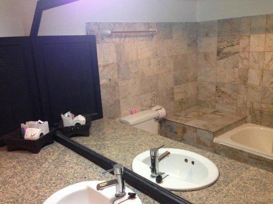 Bamboo Beach Hotel & Spa: Ванная комната