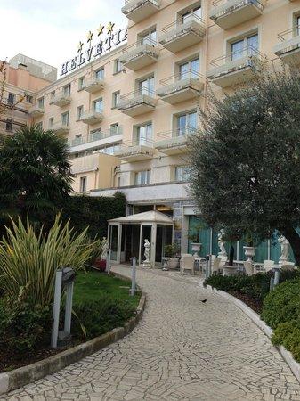 Hotel Terme Helvetia : вид на один из входов в отель