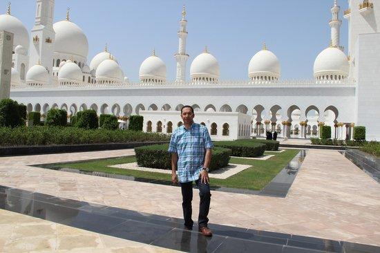 Beach Rotana: Sheikh Zayed Grand Mosque