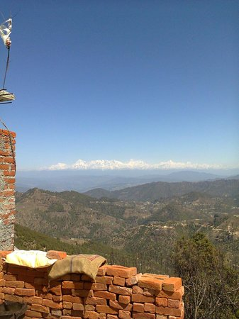 Pathik Resort : View of Himalayas from outside the hotel