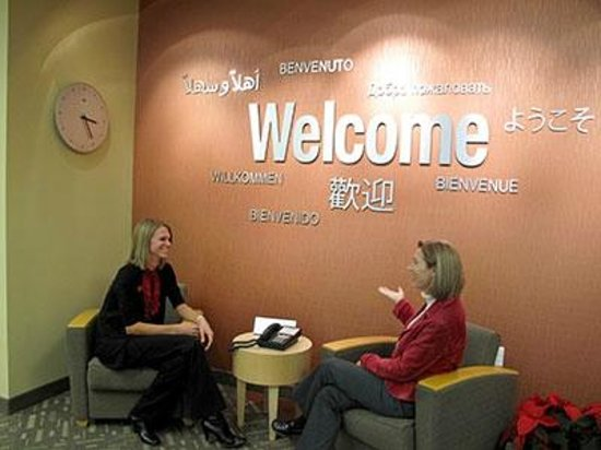 Greater Lansing Visitors Center: Greater Lansing Visitor Center lobby seating