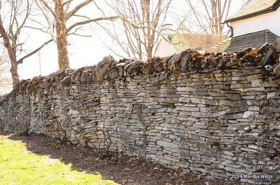 Rose Hill Manor Park & Museums: stacked stone wall