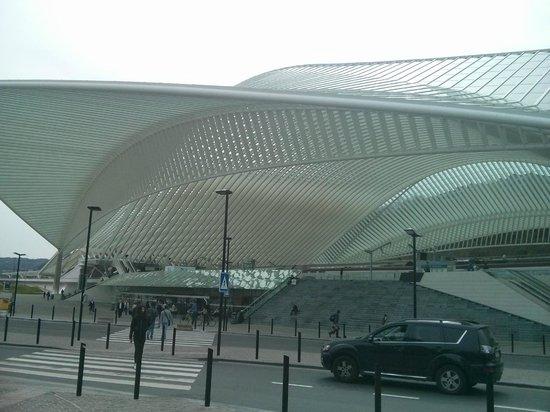 Husa de la Couronne: Gare de Guillemins (frente al hotel)