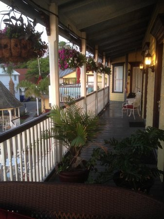 Bayfront Marin House Historic Inn : Beautiful porches throughout the property