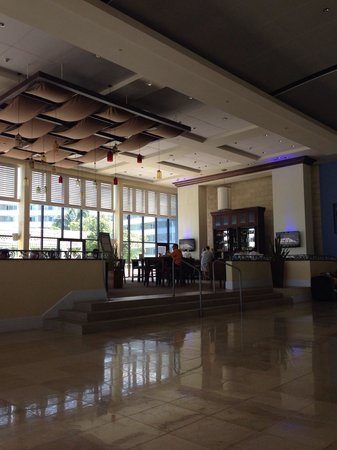 Melia Nassau Beach - All Inclusive : Lobby & bar area