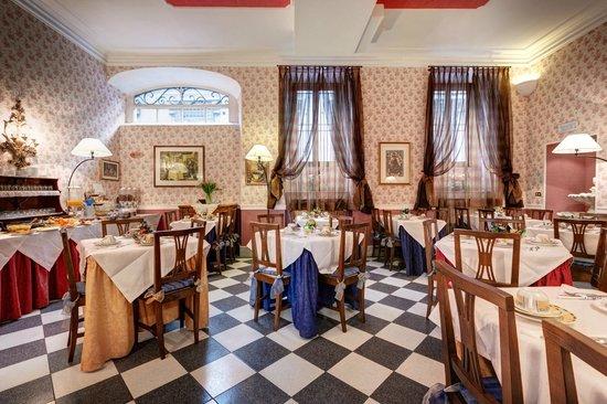 Hotel Residenza In Farnese: Breakfast room