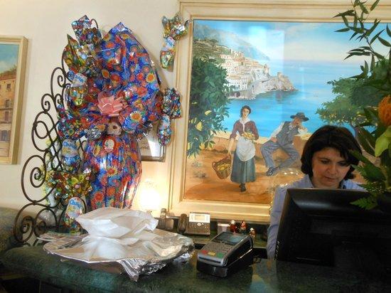 La Baie D'Amalfi : Agnès la patronne