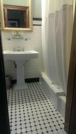 Hotel Wales: Bathroom
