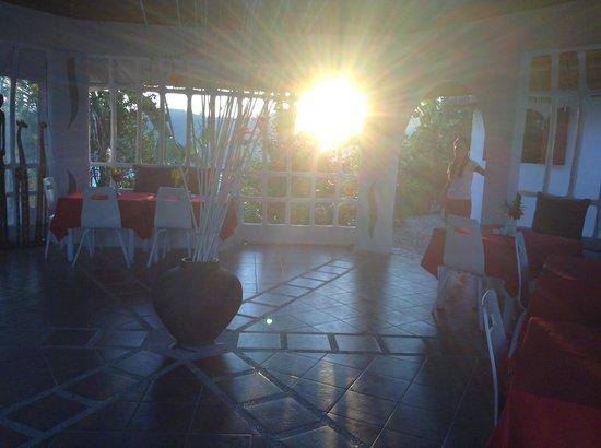 AL FARO Cosmio Hotel Palawan: Sunrise!