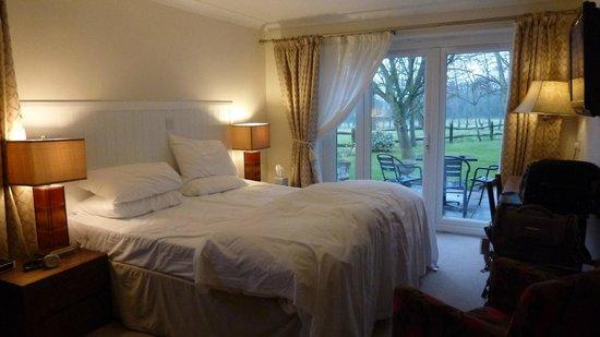 Crouchers Hotel: bedroom