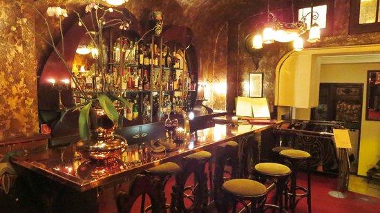 Best Restaurants Near Copthorne Tara Hotel
