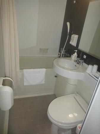 Comfort Hotel Tokyo Higashi Nihonbashi : Salle de bains