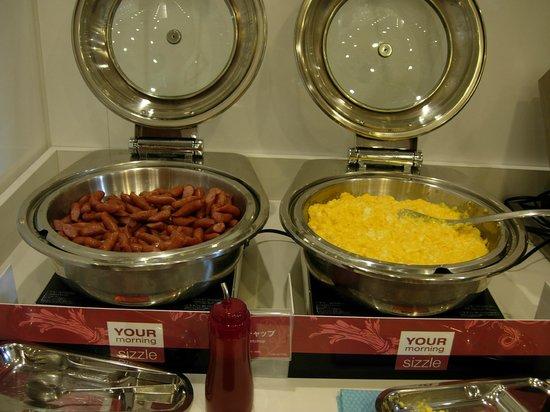 Comfort Hotel Tokyo Higashi Nihonbashi : Buffet petit déjeuner (salé)