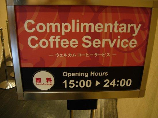 Comfort Hotel Tokyo Higashi Nihonbashi : Café gratuit dans la salle du petit déjeuner