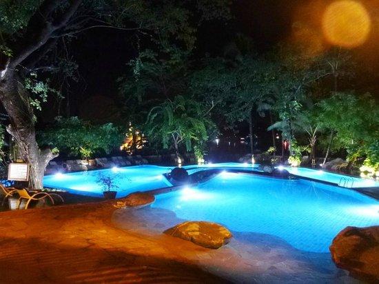 The Kandawgyi Palace Hotel: Swimming pools at night