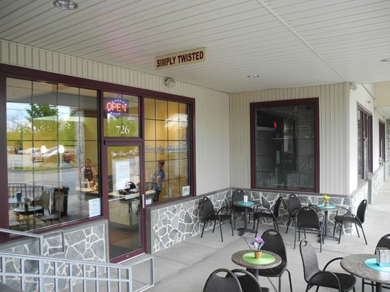 Simply Twisted Frozen Yogurt: Relax in our outdoor seating area