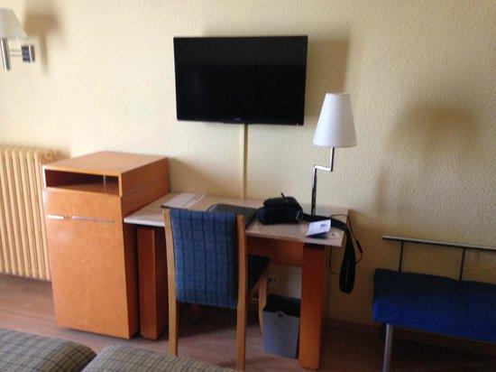 NH Castellón Turcosa: muebles enfrente habitación