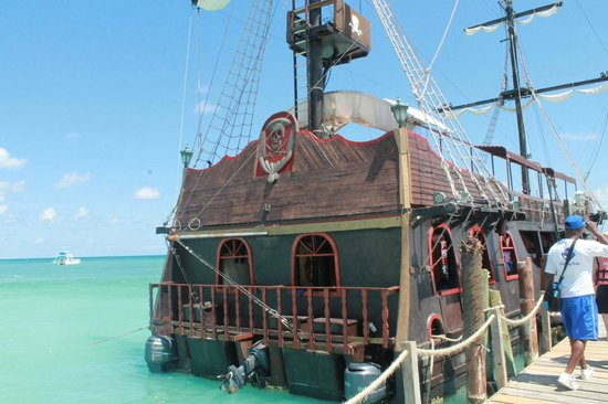 Ocean Adventures Stingray Bay Caribbean Festival : The Boat