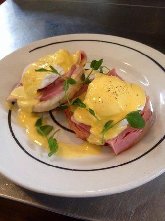 Caffi Gwynant: Eggs Benedict