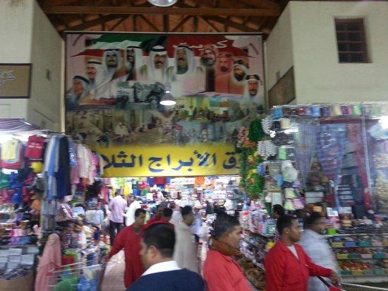Souk Al-Mubarakiya: clothing side