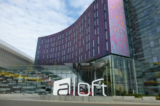 Aloft London Excel: Front view of Aloft Hotel