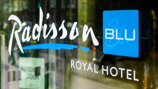 Radisson Blu Royal Hotel, Dublin: Hotel sign at entrance door