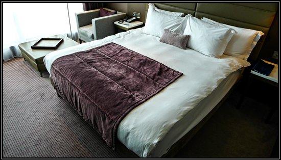 Radisson Blu Royal Hotel, Dublin: Beautiful and comfortable bed