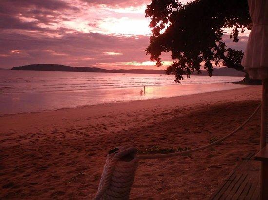 Centara Grand Beach Resort & Villas Krabi: Beach front meal