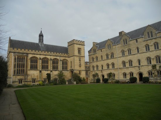 Pembroke House: Chapel quad