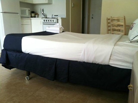 The New Casablanca on the Ocean Hotel : The lumpy bed