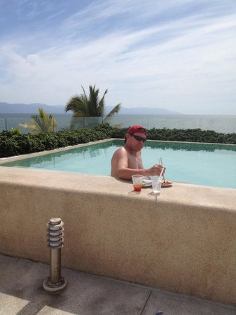 Hilton Puerto Vallarta Resort : Sushi poolside at the O Lounge