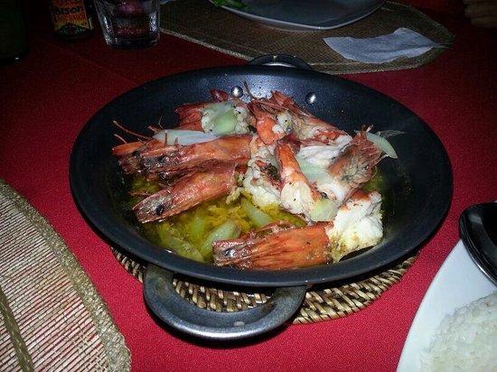 Winnie's Restaurant: Garlic prawns-fresh! ��