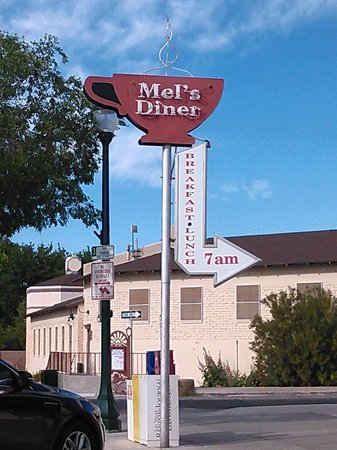 Mel's Diner, easy to find, easy parking