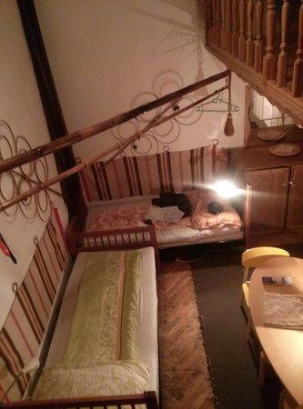 Locomotive Light Hostel & Apartments: dormitory room
