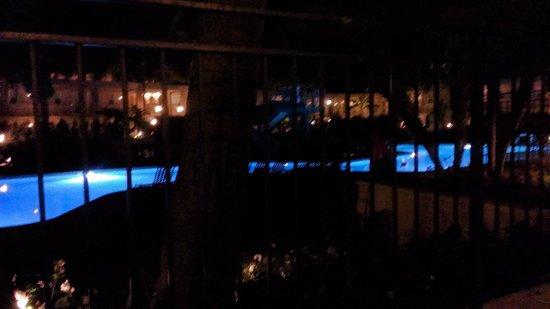 Hyatt Regency Newport Beach: Pool side in the evening