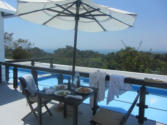 Gaia Hotel & Reserve: Eating lunch on the terrace