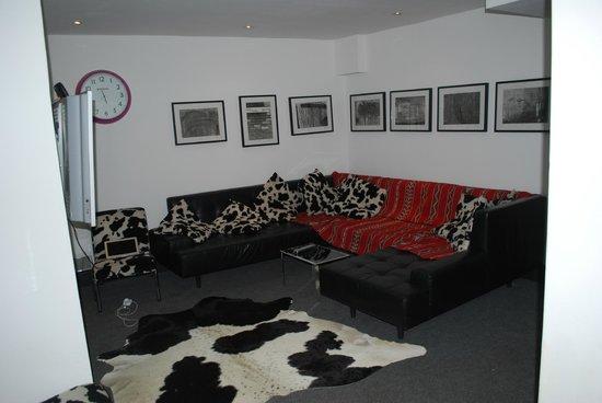 Berkeley House Tetbury: small snug/tv lounge