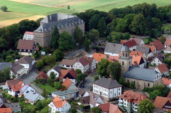 SVG Rasthaus Diemelstadt Inh. Gebruder Bremer : Schloß Rhoden mit Altstadt