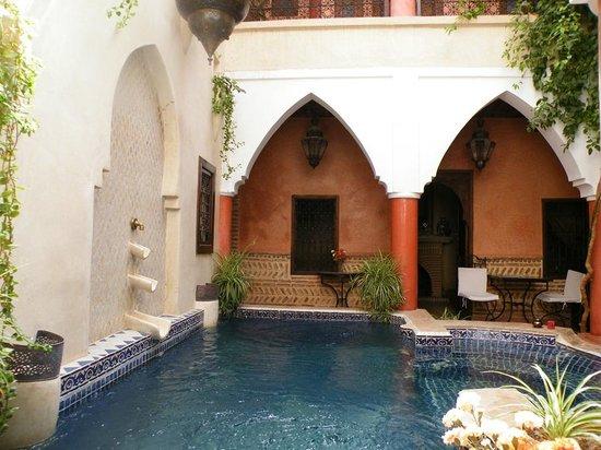Riad Plein Sud: le bassin du patio