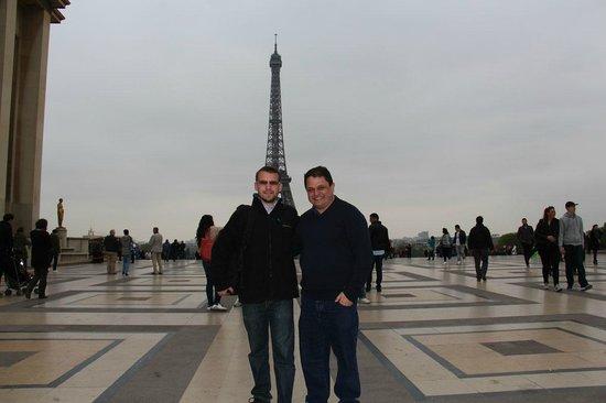 Awesome Guide Tours: Com nosso guia Vincent na Torre Eiffel