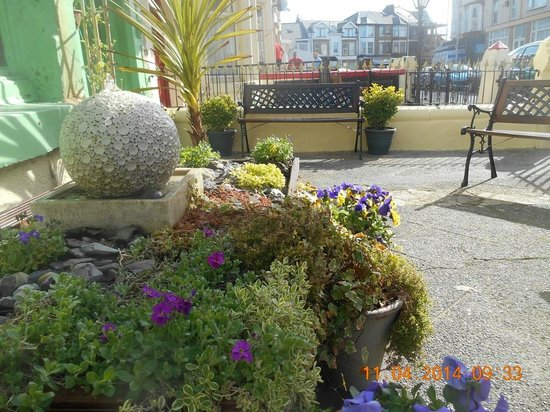 The Glenroy Hotel: Patio Garden
