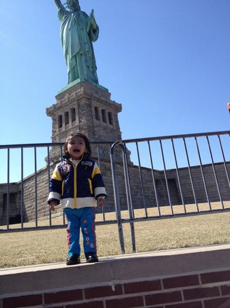 Estatua de la libertad: Aarav at Statue of Liberty