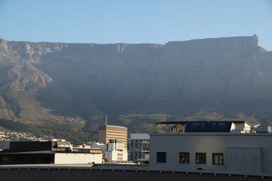 Strand Tower Hotel : met uitzicht op de Tafelberg